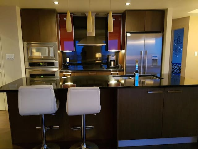 Luxury Condo, Steps From Rogers Place Arena - Edmonton - Daire