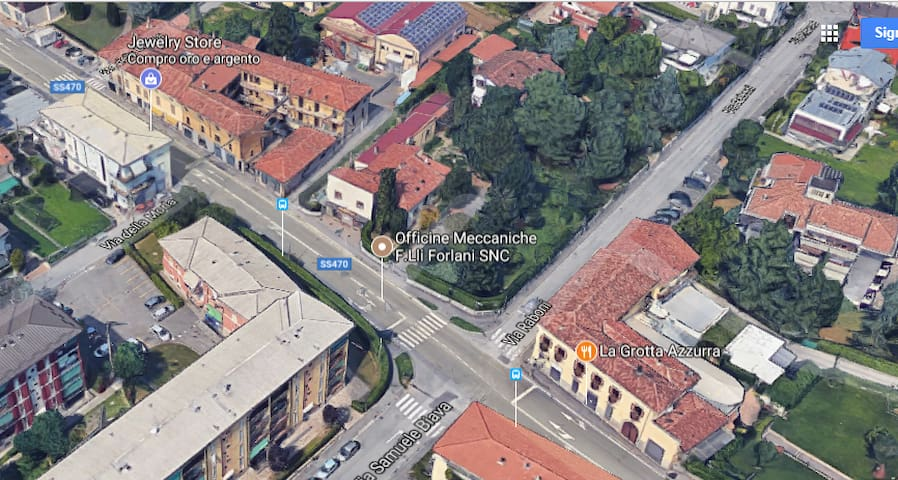 close to Bergamo airport and train station