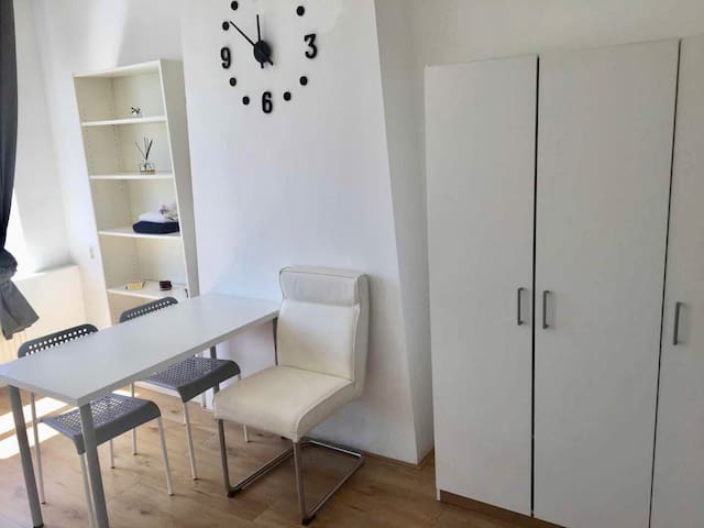 Spacious Studio near Holland Spoor - Studio A