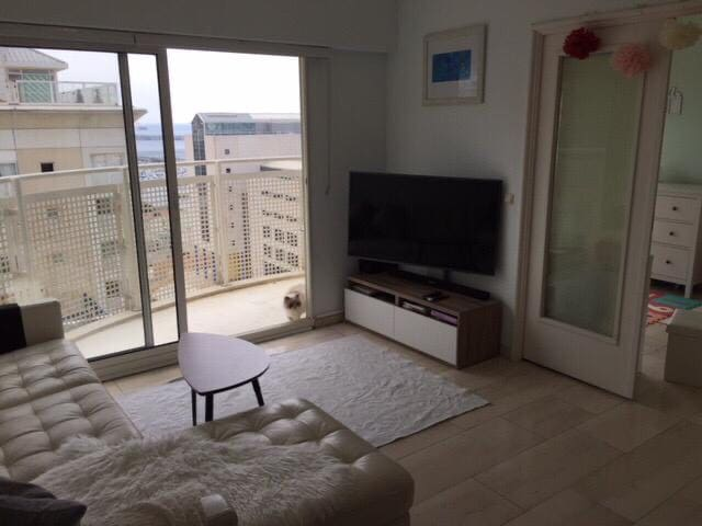 Bright and sunny 2 bed apartment with pool