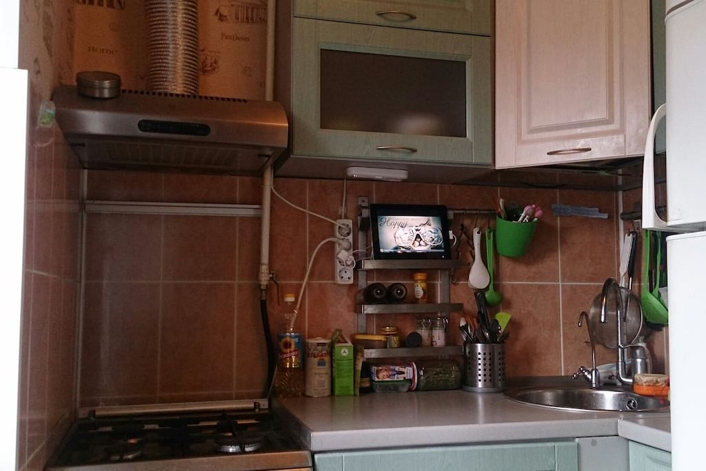 kitchen with all needed accessories for food preparation)