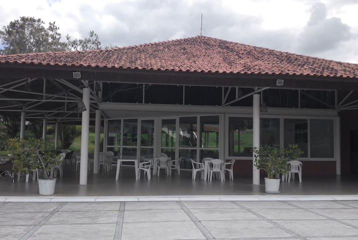 Alugo - Flat 113 Villa Hípica Gravatá PE
