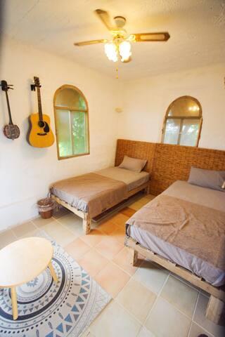 ゲストルーム Guest room  母屋と完全に独立した個室となっております。
