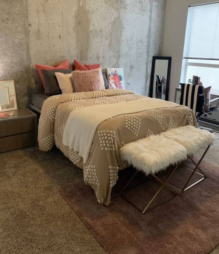 Luxury Apartment With Skyline Access - Couch Stay