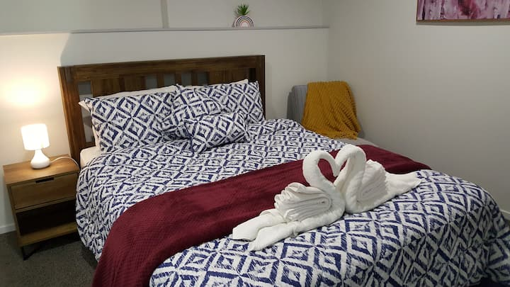 Luxurious Two Bedrooms, Free WiFi/Parking, Privacy