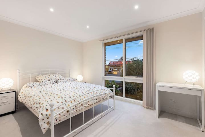 Private room in Doncaster! Beautiful suburb