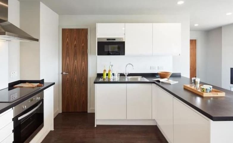 Self catering private 2 bedroom apartments - Basildon - Apartment