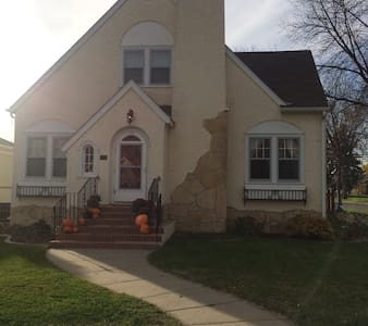 Charming Old Home Downtown Willisto - Williston - Haus