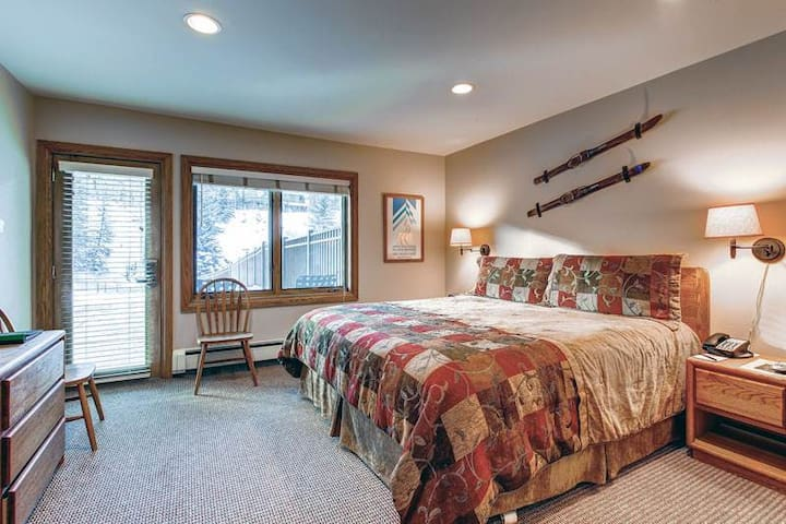 Vail Ski-in/Ski-out, Mountain View, Lodge Room King Bed, Pool, Hot Tub, Sleeps 2