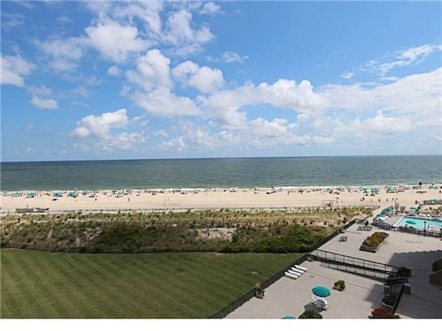 C709: Updated 1BR Sea Colony Oceanfront Condo! Private Beach, Pools, Tennis & More!