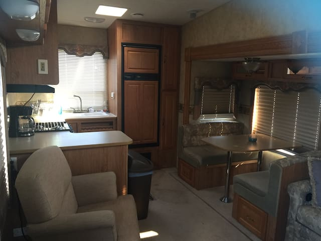 COZY CAMPER AT SMITH LAKE PARK !! - Cullman - Karavan