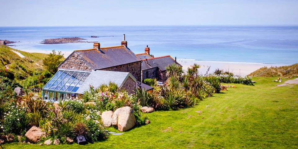 Castaways, Cottage With Sea Views, Lush Gardens & Patio By the Beach
