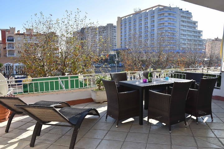 Apt with terrace of 24m2, 300m beach and hammocks! - Эмпуриабрава - Квартира