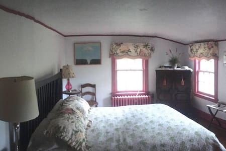Bright & comfortable room - Watertown