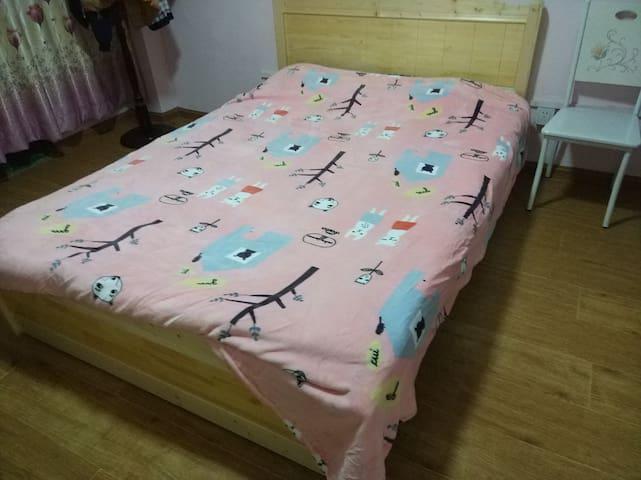 温馨的双人床