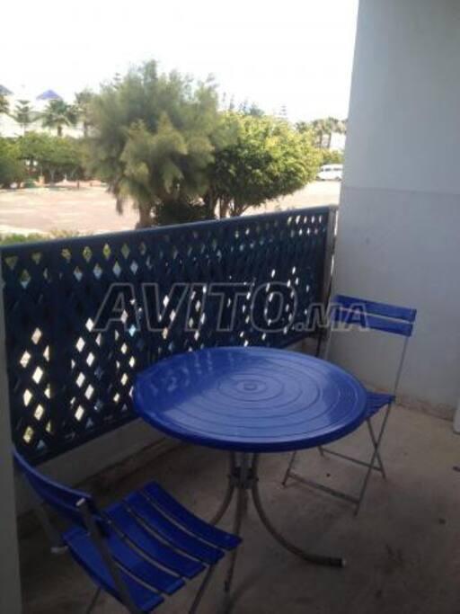 balcon pour déjeuner et grillades