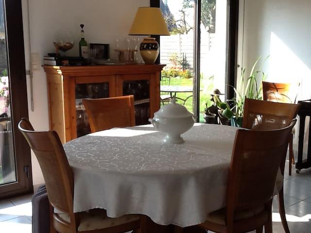 Chambre dans quartier résidentiel