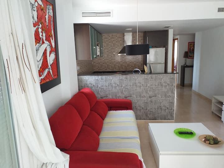 Apartamento nuevo cerca del mar (¡con piscina!)