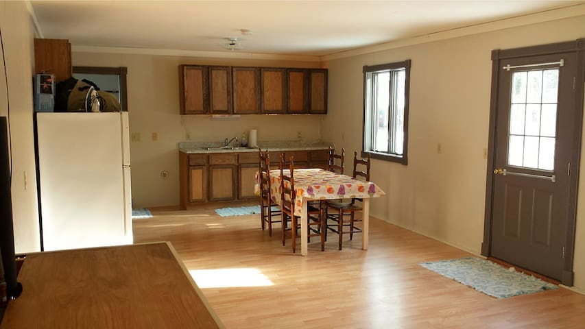 Private Studio Apartment - Sault Ste. Marie - Apartamento