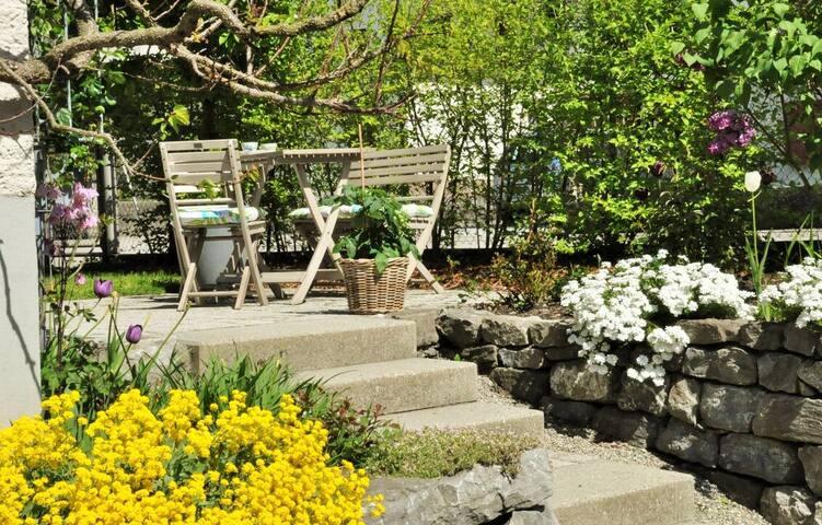 Charmante Gartenwohnung zwischen Berg und See