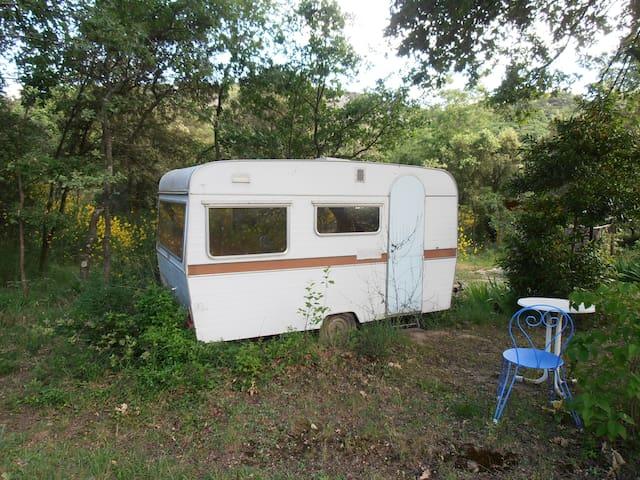 Caravane chambre pleine nature - Clansayes - Husbil/husvagn