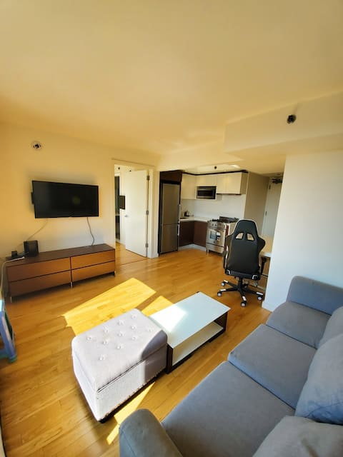 Modern 1br Apartment in Queens 1 block to 7 Train