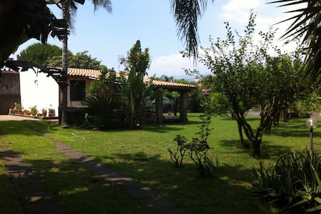 Villa Andrea - Garden by the beach - Mascali