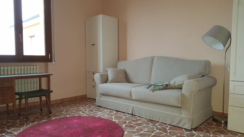 Comfortable room in a quiet condominium - Cadriano - Apartment