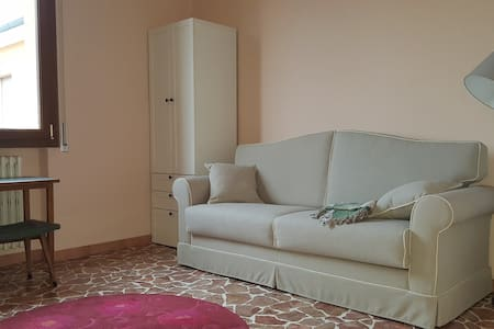 Comfortable room in a quiet condominium - Cadriano - Lejlighed
