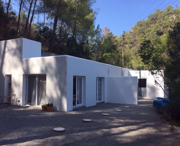 NEW! Modern Oasis with WIFI in Ibiza