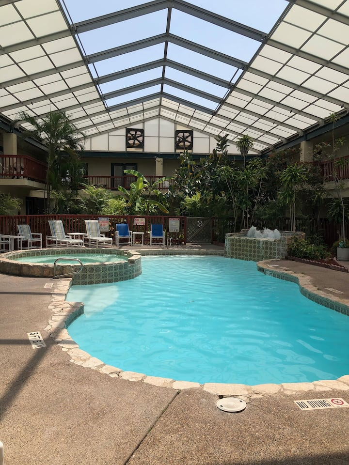 #106 Studio with pool. Walking distance to beach!