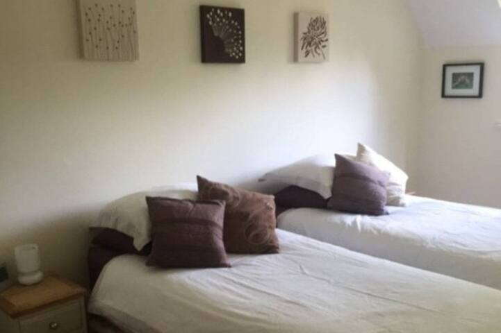 Double / twin contemporary room, Chiltern Hills - Chinnor - Rumah