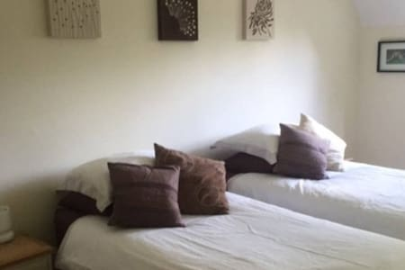 Double / twin contemporary room, Chiltern Hills - Chinnor