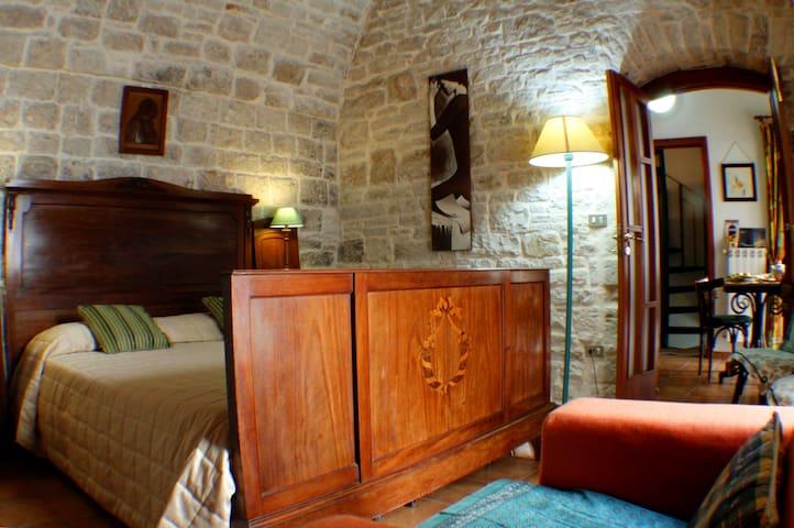 casa e terrazza nel   castello