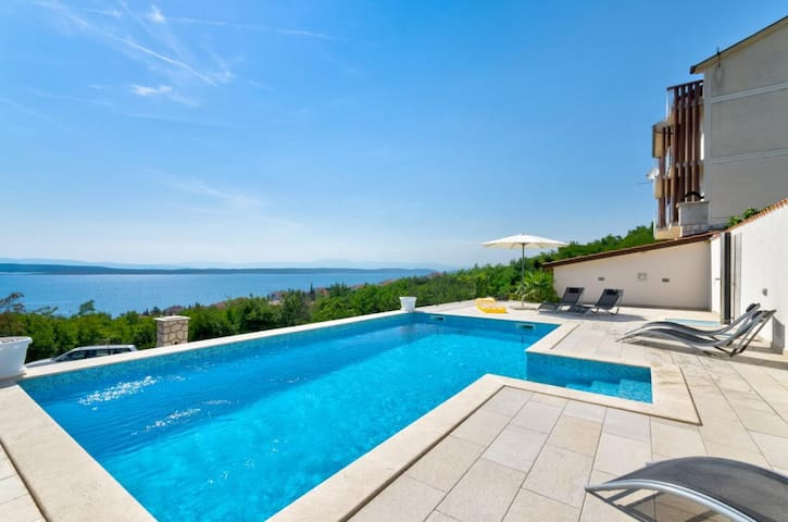 Guest room for 2 with pool and sea views (2)