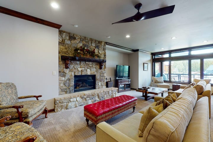 Ski-in/out retreat w/ alpine view, fireplace, fast WiFi, shared pool/hot tub/W/D
