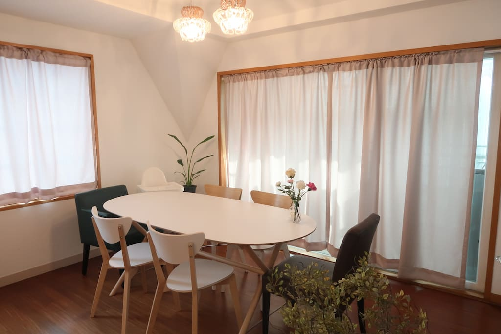 Dining Area, 6 chairs, 2 stools, 1 high chair