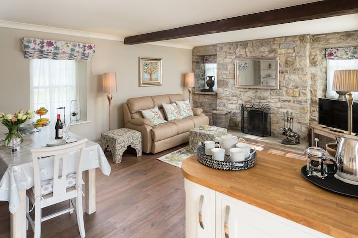 Our self-catering Holiday Cottage in Coxwold is a spacious and tastefully decorated.
