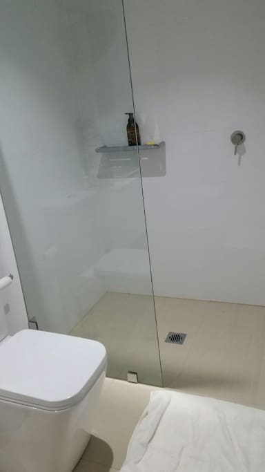 Spacious shower cubicle