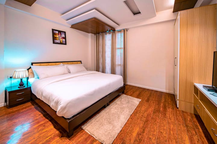 3 BHK HolidayInHomestay - Claridges Residency