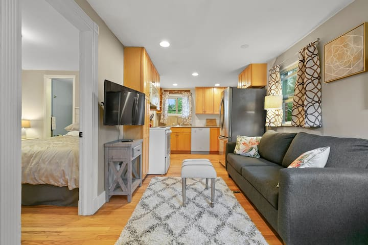 Cozy and Historic Cheesman Park Carriage House