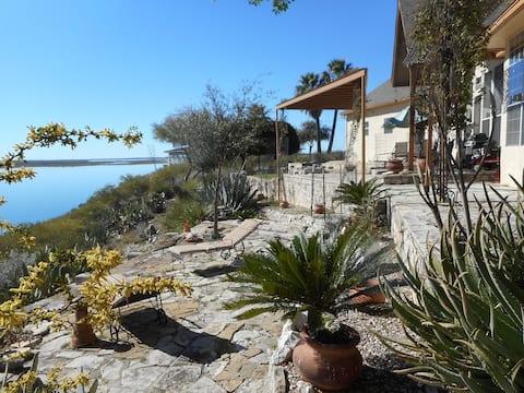Modern lake home overlooking Lake Amistad