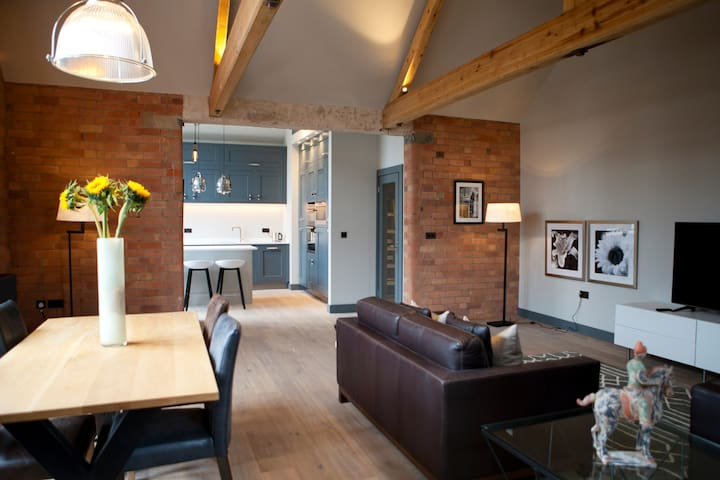 Three nine • Four one : luxury in West Bridgford