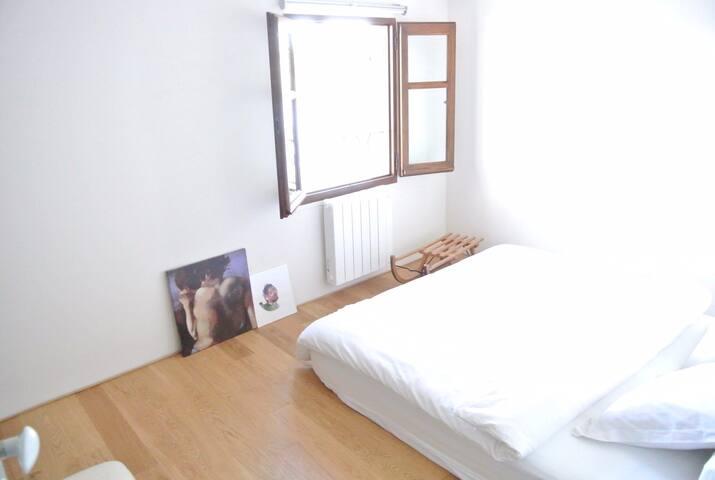 La deuxième chambre côté Rhône qui accueillera vos troisième et quatrième voyageurs.