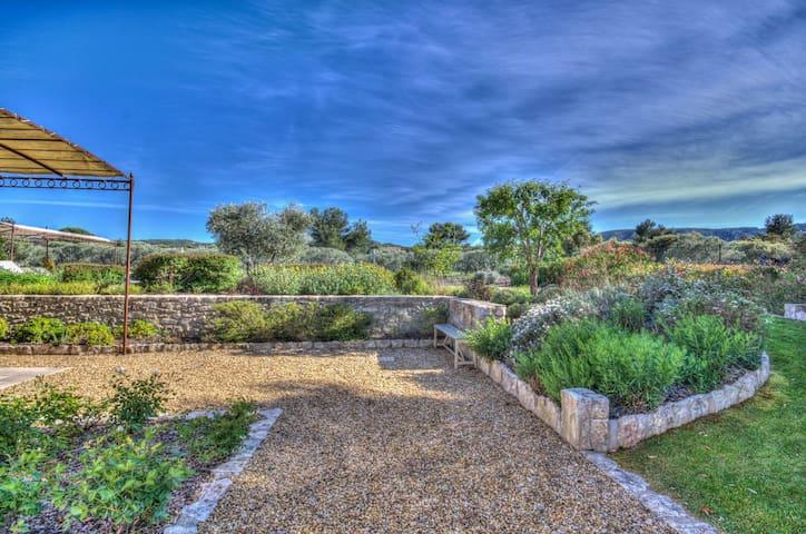 Mas neuf provençal avec jardin et piscine 655 - Plan-d'Orgon - Rumah