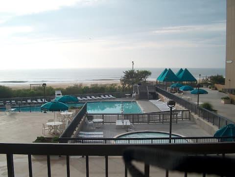 Sea Colony, Ocean Front Condo  3 Bedroom !!
