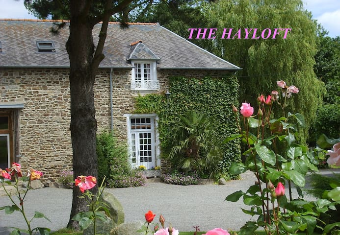 The Hayloft. Comfortable with Indoor Pool. - Saint-Thual - Alojamento ecológico