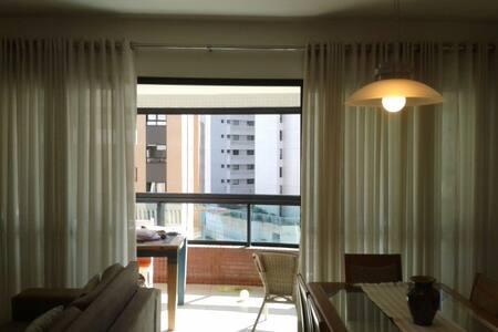 Quarto em apartamento amplo, bairro de alto padrão