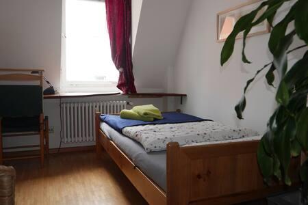Kleines Privatzimmer, ruhig und zentral