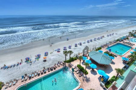 Daytona Beachfront Resort Cityview w/pools Kitchen